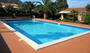Villetta a schiera con piscina – 4/6 pax (rif.01)