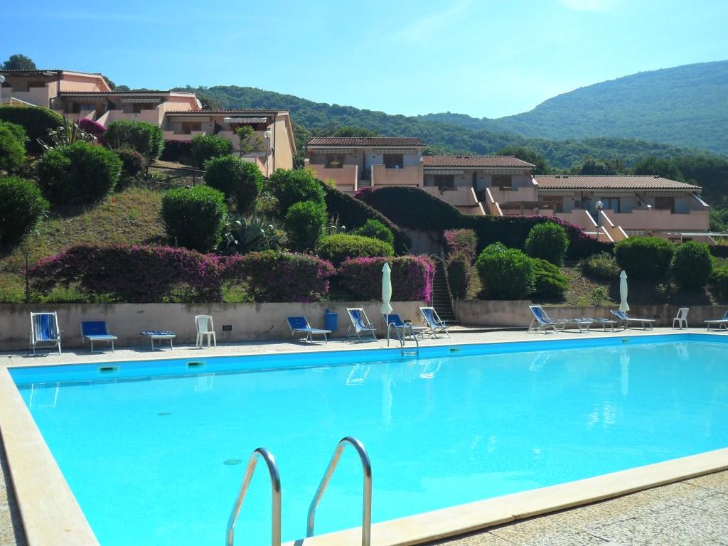 Nisporto in residence con piscina agenzia immobiliare cosmopoli - Residence con piscina ...
