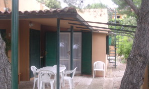 Colle Lido, Piccolo appartamento con giardino (rif.122)