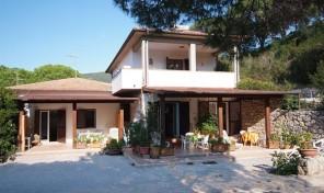 Campo nell'Elba, Villa (4 appartamenti)- Rif.553