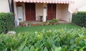 Località Lacona, bilocale con giardino (rif.123)