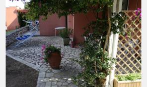Capo d'Arco, trilocale con giardino (rif.154)