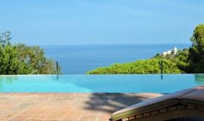 PATRESI , Villa vista mare e piscina (rif.607)