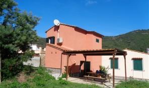 LOC.NISPORTO, Casetta con giardino (rif.429)
